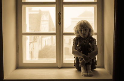 little blond girl sitting alone, representing the fear of rejection and how to overcome this past life fear