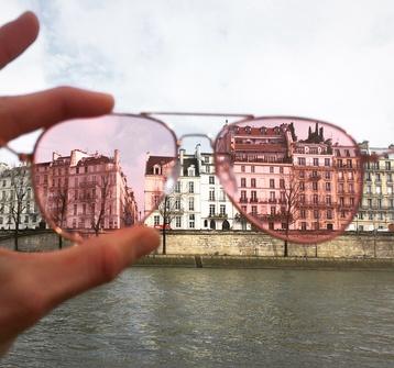 occhiali rosa parigi, finding joy